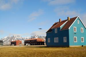 Eine Forschungsstation im nördlichsten Dorf der Welt. Bild: AWI
