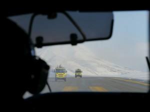 Die Feuerwehr rückt nach der Bruchlandung in Longyearbyen an