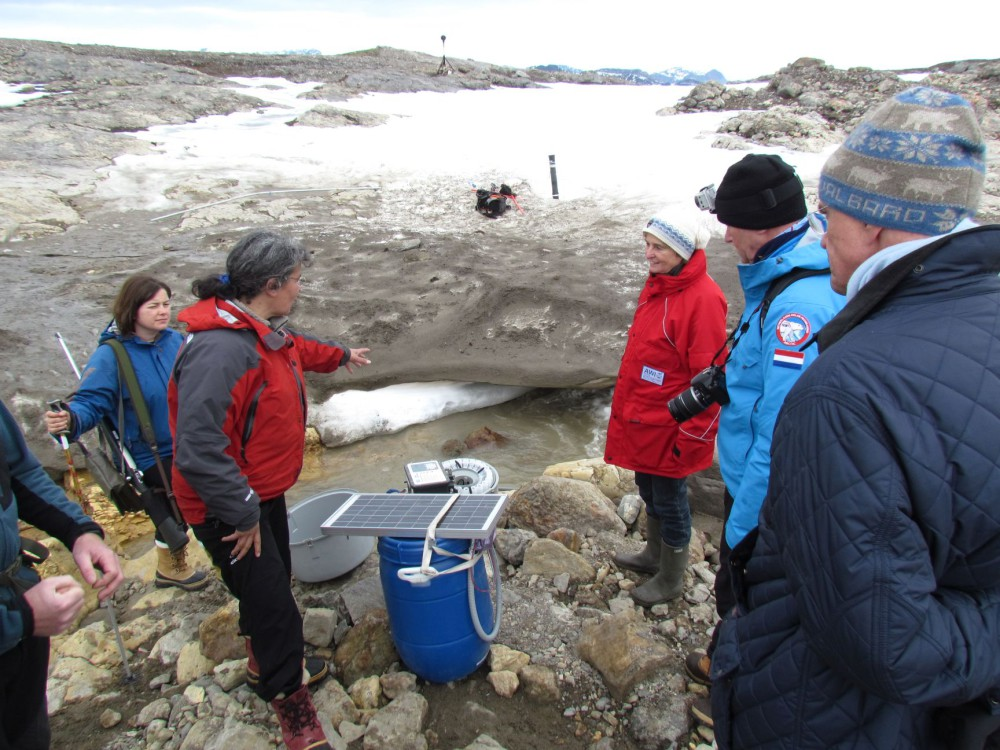 Chr. Marlin explains her research project at the Austre Lovénbreen glacier close to Corbel