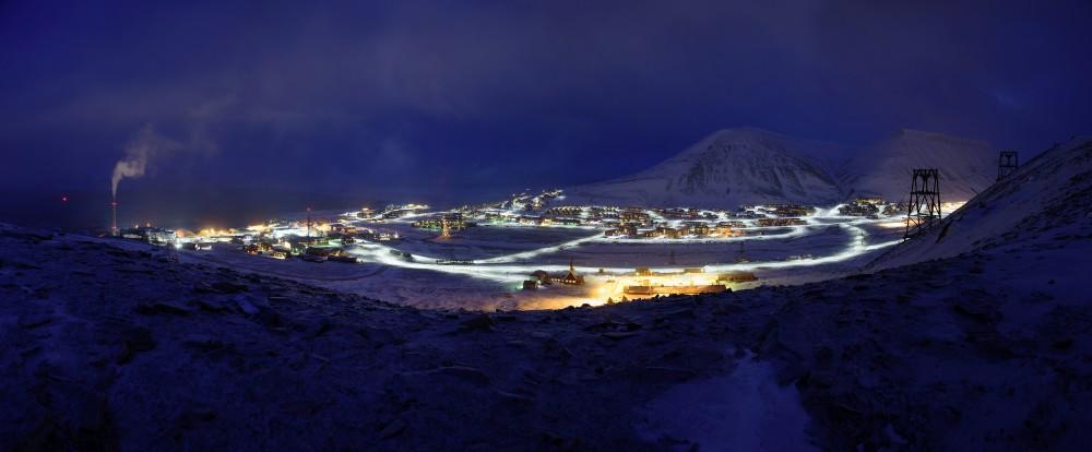 Longyearbyen während der Polarnacht.