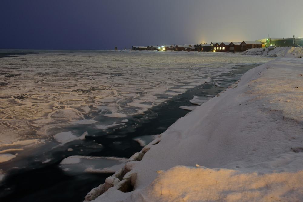 Foto von jungem Meereis auf dem Adventsfjord. Foto: René Bürgi, Alfred-Wegener-Institut