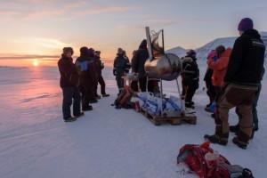 Grillfest bei der alten Polarlichthütte in Adventdalen