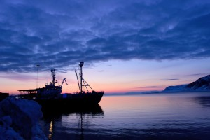 Das norwegische Forschungsschiff Lanze hat in Longyearbyen angelegt.