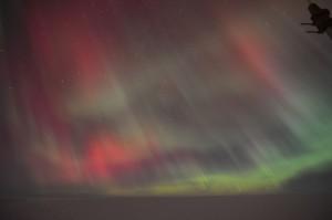 Vielfarbige Polarlichter am 22. Juni, fotografiert von Jens-Peter Biethan.