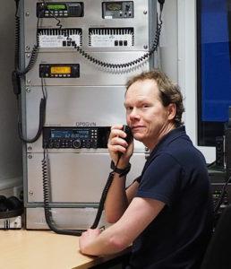 IT-Spezialist Marcus Heger im Funkraum, IT Foto: Marcus Heger