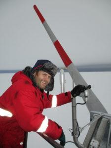 Stefan Schnitzler bei Arbeiten an der Windkraftanlage, Foto: Stefanie Bähler