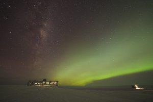 Aurora Australis an der Neumayer-Station III oder Die Schöne und das Biest