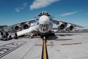 Kapstadt: Die russische Transportmaschine steht zum Abflug bereit. Foto: Tim Heitland
