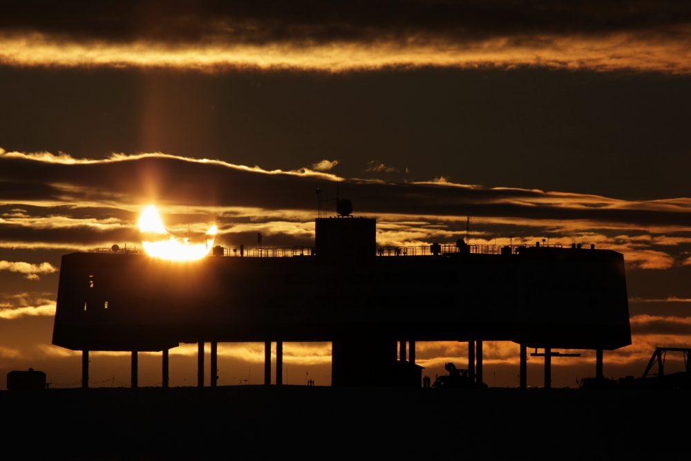 Partielle Sonnenfinsternis an der Neumayer-Station III (Foto: Jölund Asseng)