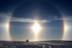 Halo Antarktis Neumayer Station III - diamond dust (Foto: Bernhard Gropp)
