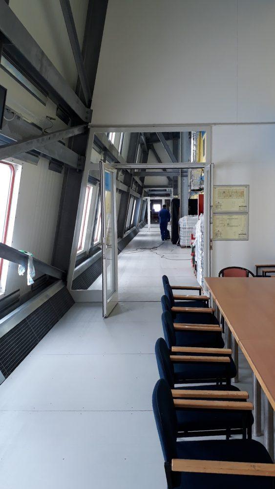 Putzen in den Innenräumen (Foto: Bernhard Gropp)