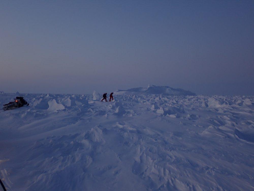 Zu Fuß durch die Eiswüste