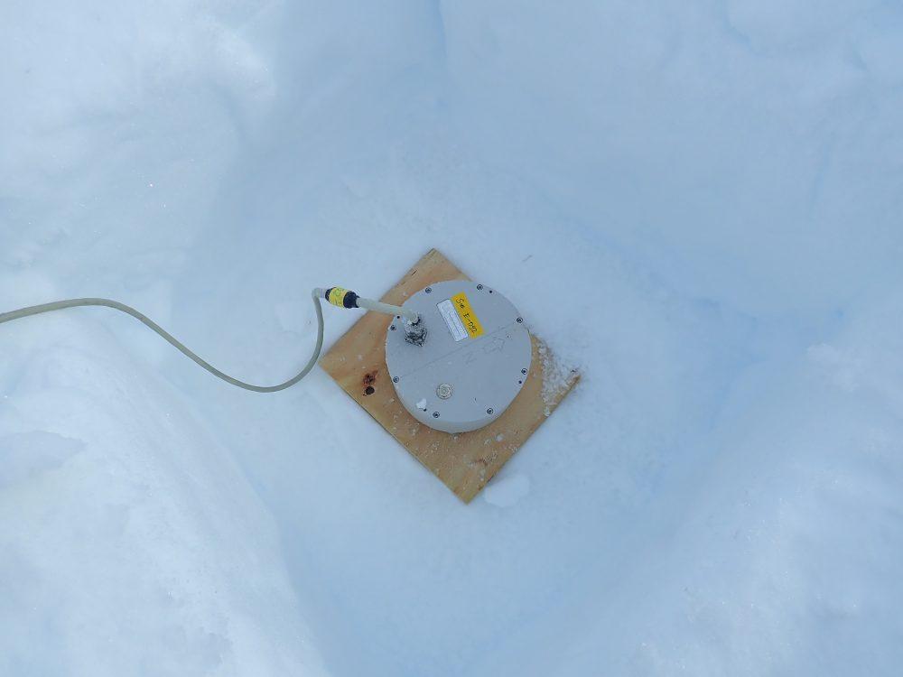 Seismometer im Schnee