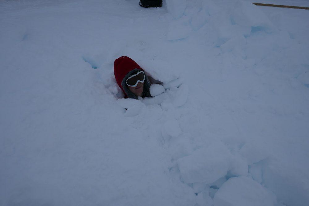 Wissenschaftler mit Schnee bedeckt.