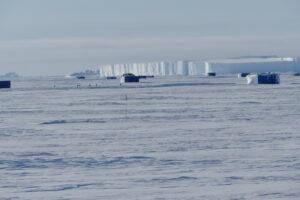 Winterlager und Tafeleisberg (Foto: Tanguy Doron)