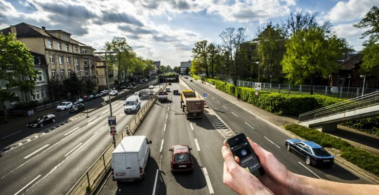 Der Feinstaubsensor für Smartphones soll die Belastung künfig in Echtzeit messen. (Foto: Patrick Langer, KIT)