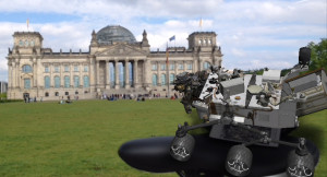Raumfahrzeug Curiosity vorm Reichstag