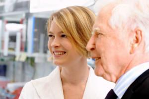 DKFZ-Forscherin Angelika Riemer mit Nobelpreisträger Harald zur Hausen. Foto: DKFZ