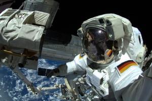 ScienceSelfie von Astronaut Alexander Gerst bei seinem Außenbordeinsatz an der Internationalen Raumstation ISS. Bild: ESA
