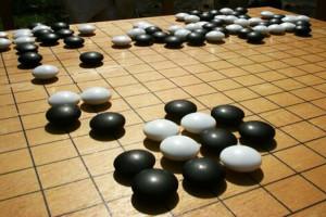 Das Go-Spielbrett. Bild: Donarreiskoffer, CC-BY-SA 3.0