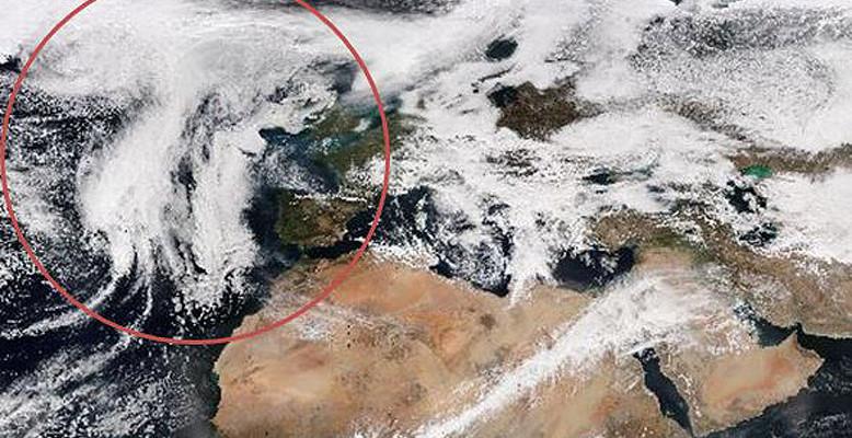 Passend zum Pi-Tag am 14. März hat die NASA eine pi-förmige Wolkenformation gefunden. Bild: NASA