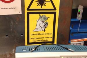 Auch eine Form der Wissenschaftskommunikation: Mit starken Lasern erforschen die Wissenschaftler superschwere Elemente. Bild: GSI