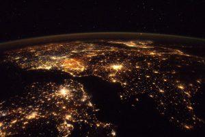 Europa bei Nacht, fotografiert von der Raumstation ISS - im Vordergrund: Großbritannien mit dem Ärmelkanal. Bild: Thomas Pesquet/ESA.