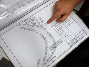 """Die """"Landkarte"""". In diesem Hefter sind alle Komponenten eingezeichnet und benannt. Bild: GSI"""