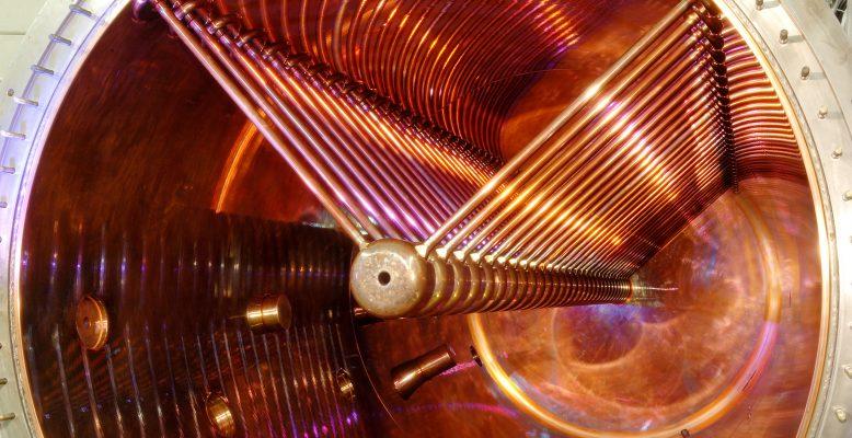 Mithilfe des Teilchenbeschleunigers UNILAC können topologische Isolatoren hergestellt werden. Foto: G. Otto / GSI