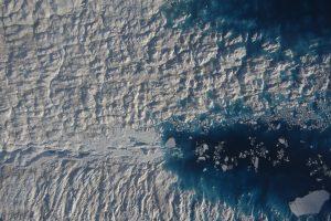 Foto der Bordkamera von Polar 6 eines supraglazialen Sees