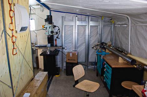 Drillers Werkstatt mit Fräse und unterem Außenrohr