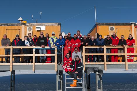 Gruppenbild 2012 vor der Kohnen Station