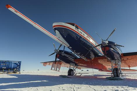 Forschungsflugzeug Polar 6 mit Radar- und Magnetfeldsensoren