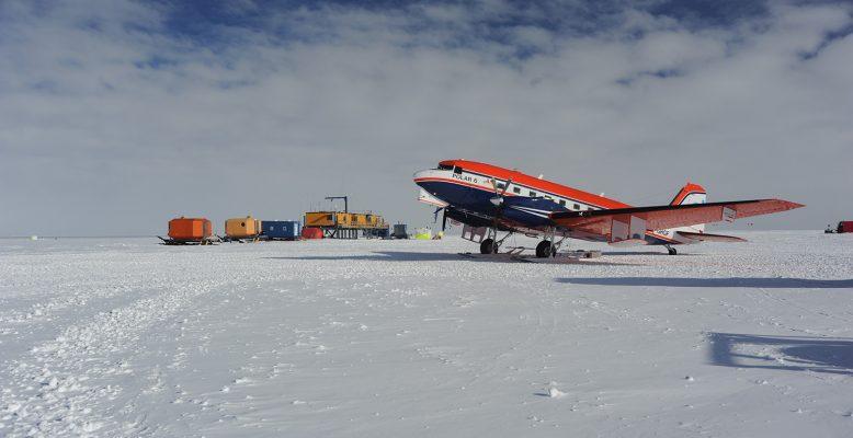 Polar 6 an Kohnen (Foto: M. Behrens)