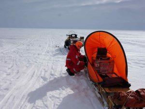 Messschlitten während kontinuierlicher Seismik mit Windschutz (Foto: DR)