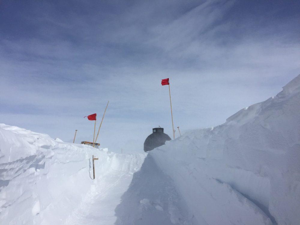 Inzwischen eine Rutschbahn - die Schräge hinab in den Science Trench. Foto: Ilka Weikusat