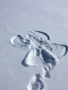 Spuren im Schnee - hier Inas Schneeengel. Foto: Ina Kleitz