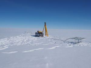 Das Radargerät und der Theodolit. Foto Jan Eichler