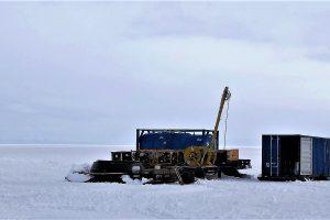 Noch mehr Löcher im Eis – Zugang zur Kaverne