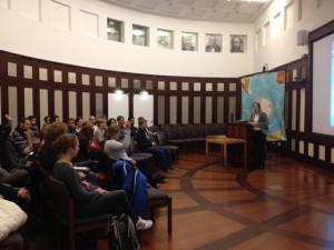 Prof. Karin Lochte, director of the Alfred-Wegener-Institut, talks to the Helmholtz-Juniors