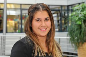 Meltem Yildiz absolviert ihre Ausbildung am HZI