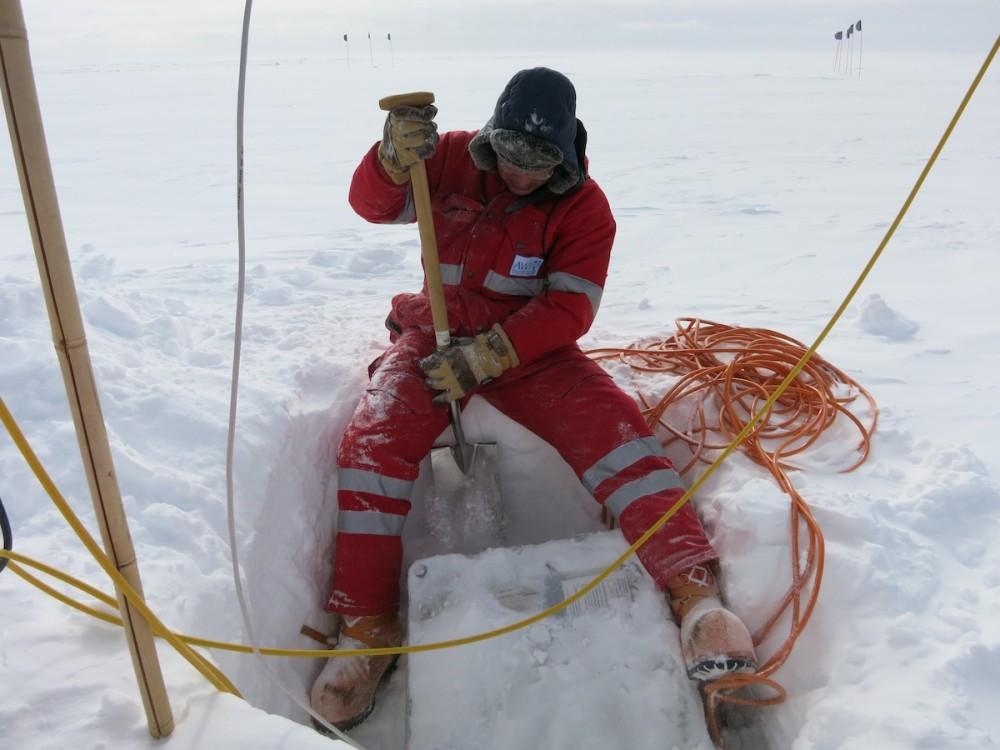 Micha gräbt die Spektrometerkiste aus