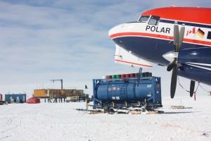 Polar 6 an Kohnen-Station