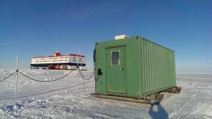 Die Bibliothek im Eis von außen fotografiert.