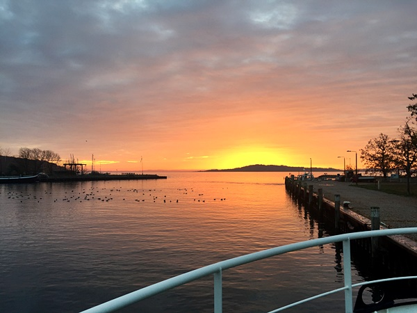 Sonnenaufgang vom Schiff aus gesehen