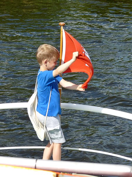Junge mit Flagge
