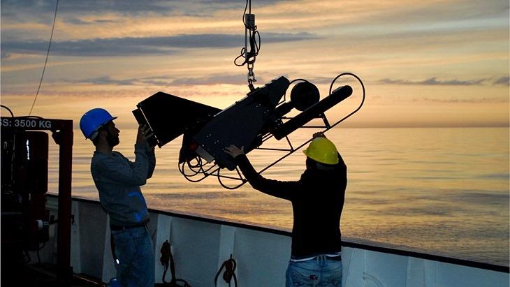 Ausbringen eines autonomen Videorekorders von Bord