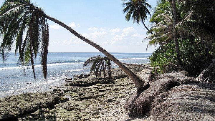 Küstenerosion am Strand einer Insel der Malediven