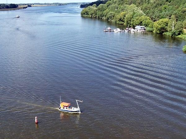 """Messboot """"Zwergseeschwalbe"""" in Höhe Tesperhude auf der Elbe"""