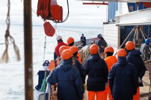 ArcTrain students watching the handling of a mooring recovery. Photo: Annegret Krandick